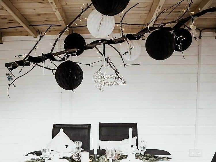 BillyOh Fraya Pent interior with black and white baloons