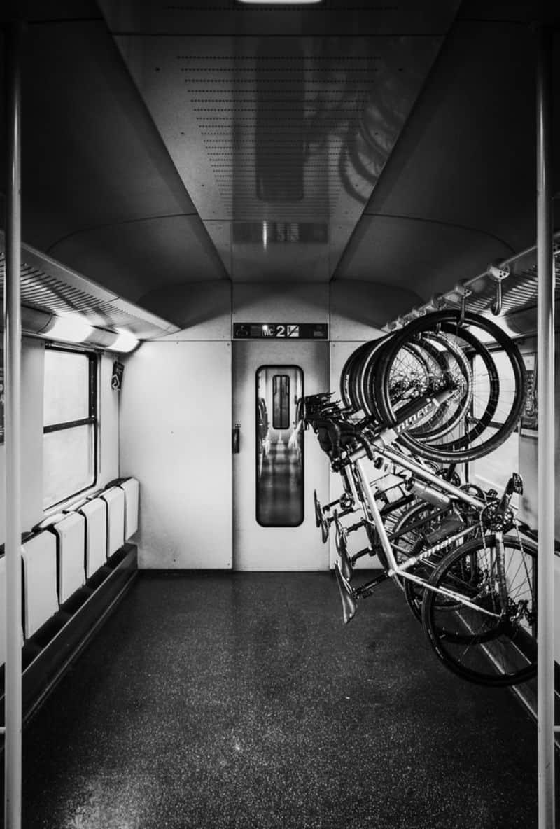 bike storage upright in train