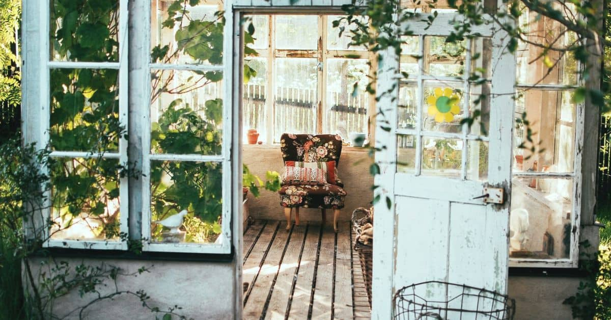 decorate-a-shabby-chic-shed