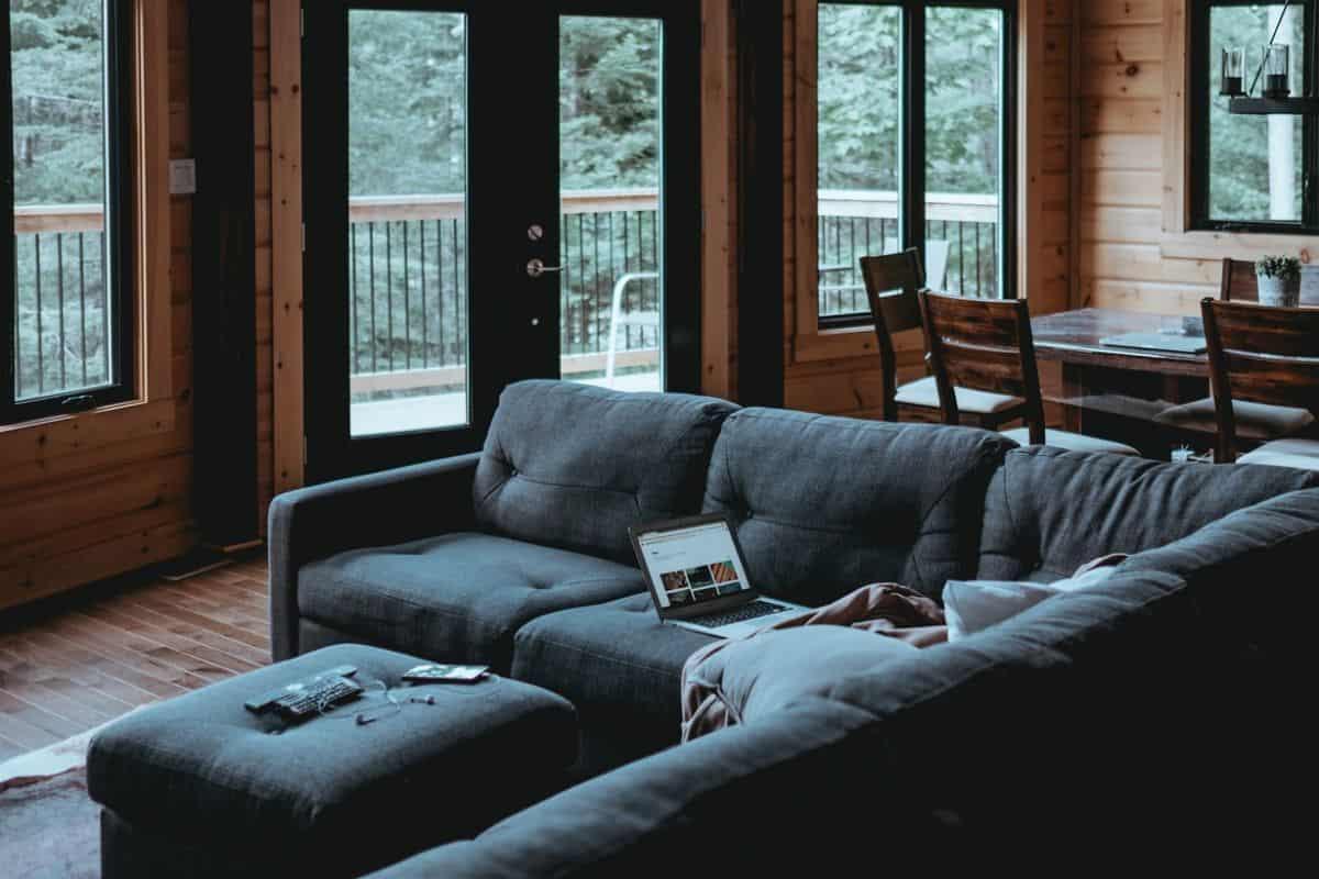 living-in-log-cabin-guide